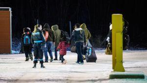 Turvapaikanhakijoita Venäjän ja Norjan välisellä raja-asemalla Storskogissa.