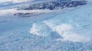 Ilmakuva jäätiköstä Grönlannissa.