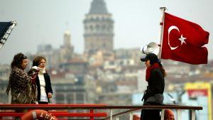 Turisteja Istanbulissa.