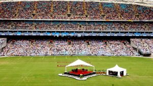 Jehovan todistajien kokoontuminen Telstra-stadionilla, Sydneyssa, vuonna 2003.