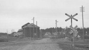 Ylikäytävä Jääsken-Enson rautatiellä. Jääski on säilynyt ainakin tältä seuduin. Jääski 1941.08.21