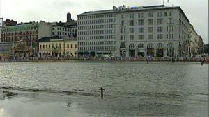 2005 tulva Helsingin Kauppatorilla.