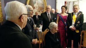 veteraanit laulavat presidentti Sauli Niinistölle