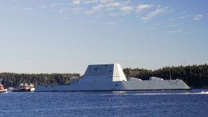USS Zumwalt Kennebec-joella, Mainessa 7. joulukuuta.