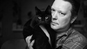 Markus Hintikka ja kissa Molli