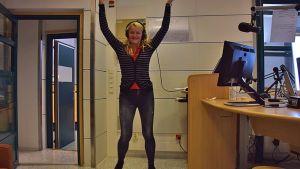 Lavis-ohjaaja Kirsi Uusimäki antaa näytetunnin Yle Hämeen studiossa.