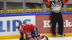 Corey Elkins loukkaantui liigaottelussa HIFK-SaiPa marraskuussa.