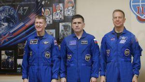 Euroopan avaruusjärjestön astronautti Timothy Peake (vas.), venäläinen kosmonautti Juri Malentšenko ja yhdysvaltainen astronautti Timothy Kopra.
