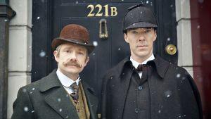 Kuvassa tohtori John Watson (Martin Freeman, vas.) ja Sherlock Holmes (Benedict Cumberbatch).