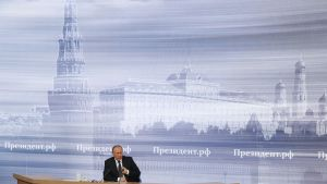 Putin Moskovan  World Trade Centerissä konferenssissa.