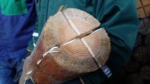 Jätkänkynttilä voidaan valmistaa joko sahaamalla siihen jänönturpa tai poraamalla siihen reiät.