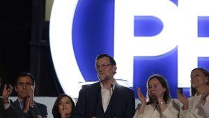 Pääministeri Mariano Rajoy julisti PP-puolueensa Espanjan parlamenttivaalien voittajaksi.