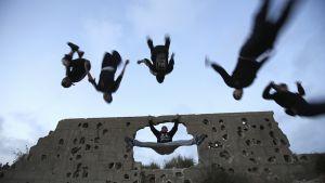 Parkour-harrastajia Gazassa