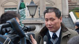 Ihmisoikeusjuristi Pu Zhiqiang on ollut vangittuna toukokuusta 2014 lähtien. Kuva on vuodelta 2012.
