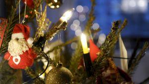 Joulukoristeita Espoossa joulupäivänä 25. joulukuuta 2013