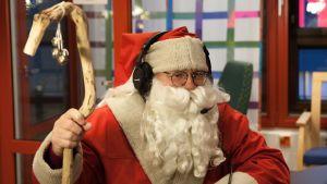 Joulupukki Yle Kainuun radiostudiossa.