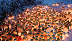 Kynttilöitä hautausmaalla