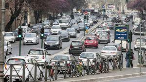 Liikenneruuhka Roomassa.
