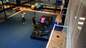 Liikuntakeskus Hukassa 10-15-vuotiaat liikkuvat ohjatusti.