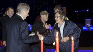 Tasavallan presidentti Sauli Niinistö tervehti Hurstin joulujuhlan vieraita.