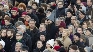 Suomeen julistettiin joulurauha perinteisin menoin Turun Vanhalla Suurtorilla noin kello 12 jouluaattona 24. joulukuuta.