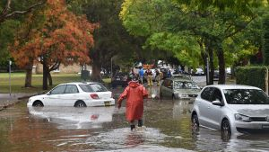 Tulvavettä kadulla.