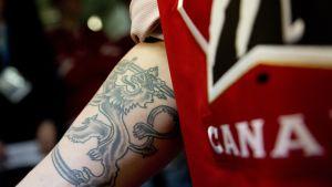 Jake Virtanen esitteli Suomi-tatutointiaan.
