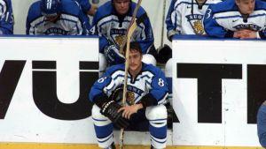 Teemu Selänne suree finaalitappiota MM-kisoissa 1999