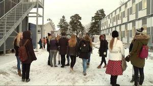 Tiirismaan koulun parakkikylä valmis
