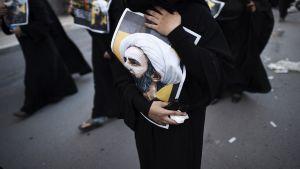 Naisia mielenosoituksessa