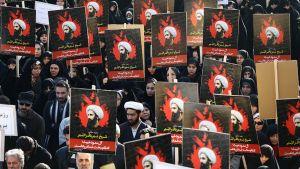 Iranilaiset protestoivat Shiialaisen Nimr al-Nimr teloitusta vastaan 4. tammikuuta.