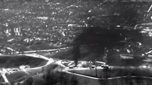 Pysäytyskuva infrapunakameralla kuvatusta videosta, jossa Porter Ranchin metaanivuoto näkyy paksuna mustana pilvenä.