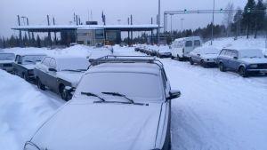 Turvapaikanhakijoiden käyttämä auto Sallan rajanylityspaikalla 7.1.2016