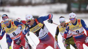 Sjur Röthe, Petter Northug ja Emil Iversen yhteislähtökisassa.