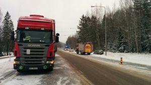 Rekan ja kahden henkilöauton kolari Keltin liittymässä Kouvolassa