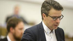 Ville Niinistö eduskunnan täysistunnossa Helsingissä 16. joulukuuta 2015.