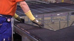 Skaalan tehtaalla tuotantotekniikkaa uusitaan miljoonilla euroilla.