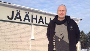 Jari Holmberg on järjestänyt rokkilätkäturnauksia Lohjalla jo 16 vuoden ajan.