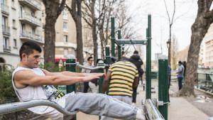 Isot lihakset ovat Pariisissakin nykyään muotia - ainakin nuorilla miehillä.