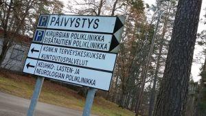Opastekyltti Pohjois-Kymen sairaalalla.