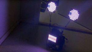 Jokitulpon robotti räpsyttelee ledislimiään valovoimaisesti.
