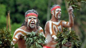 Australian aborginaalit esittävät Woggan ma gule -seremoniaa.