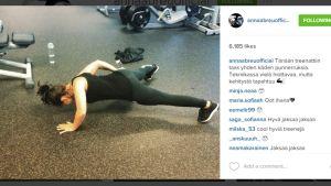 Anna Abreu treenaa salilla.