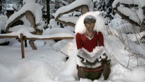 Parikkalan patsaspuiston patsailla on luminen vaatetus.