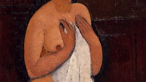 nainen pyyhkeen kanssa