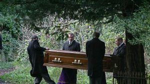 Alexander Litvinenko haudattiin Lontoossa sijaitsevalle Highgaten hautausmaalle 07. joulukuuta 2006.