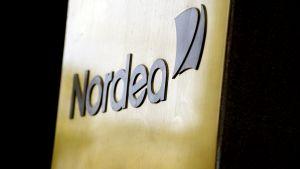 Nordean logo konttorin ulkopuolella Helsingissä Aleksanterinkadulla.