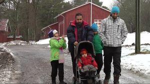 Turvapaikanhakijoita Paraisten Nauvossa