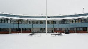 Sammonlahden koulu talvella.
