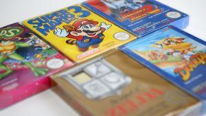Nintendo-pelien pakkauksia.
